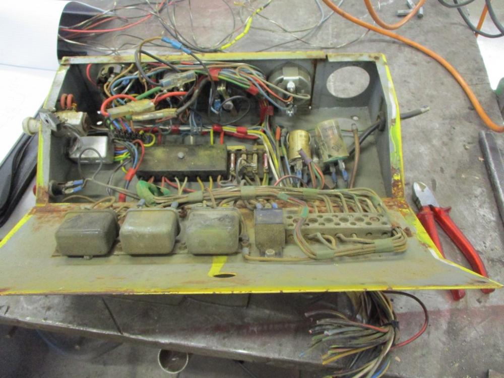 die gesamte Elektrik  der Maschine ist in sehr schlechtem Zustand